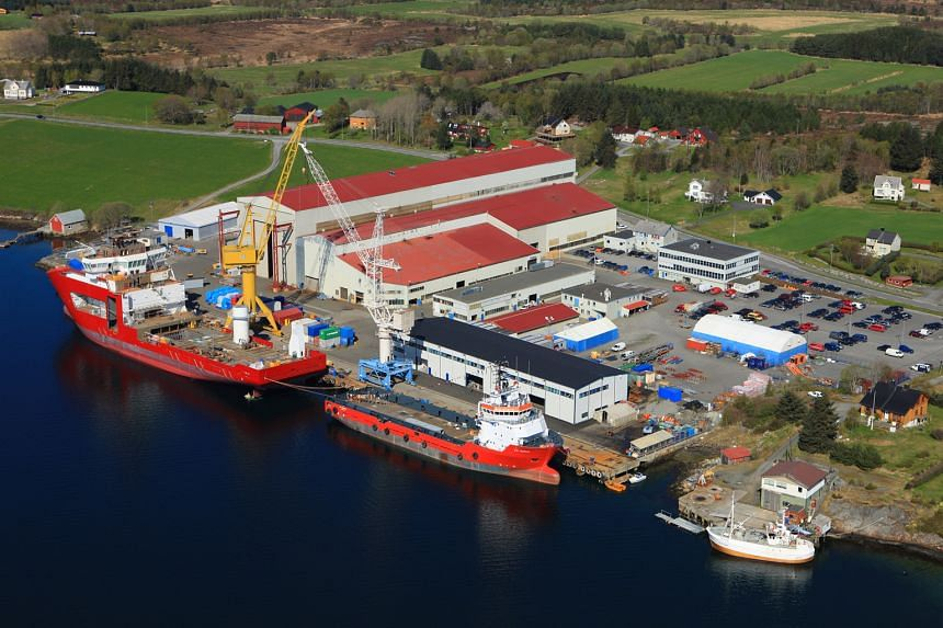 Italian firm Fincantieri is offering 24 cents a share to shipbuilder Vard's minority investors. But some expect to see the offer revised upwards before parting with their shares.