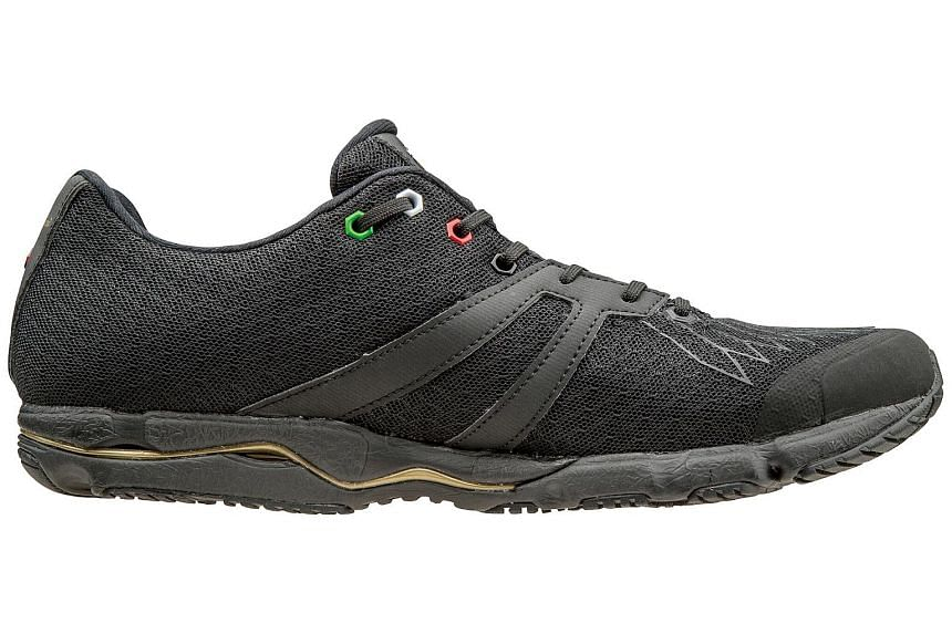 The Mizuno Wave Kuryu is really built for speed and not distance. A great looking shoe, despite its stealthy looks, and very comfortable right from the start.