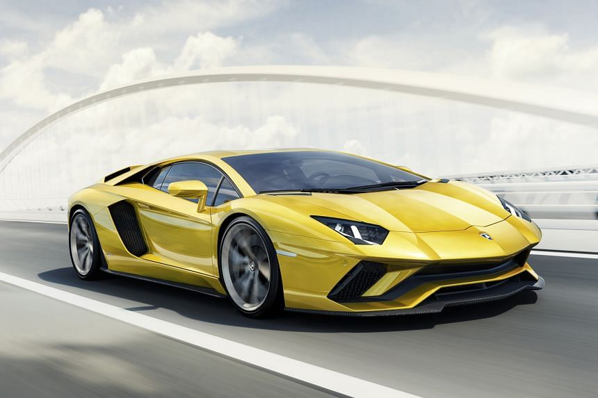 Larger, more angular air intakes cut deep into the bodywork of the Aventador S just behind the door, giving it a more defined waistline.