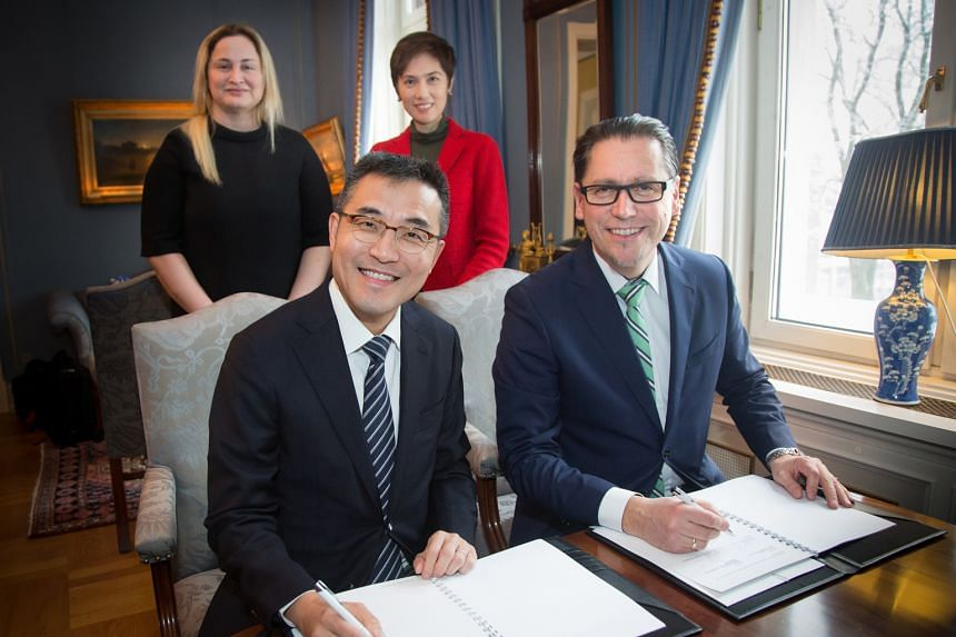 (From left) MPA's chief executive Andrew Tan and DNV GL's group president and chief executive officer Remi Eriksen at the signing ceremony, which was witnessed by (from far left) State Secretary of Norway Dilek Ayhan and Singapore's Senior Minister o