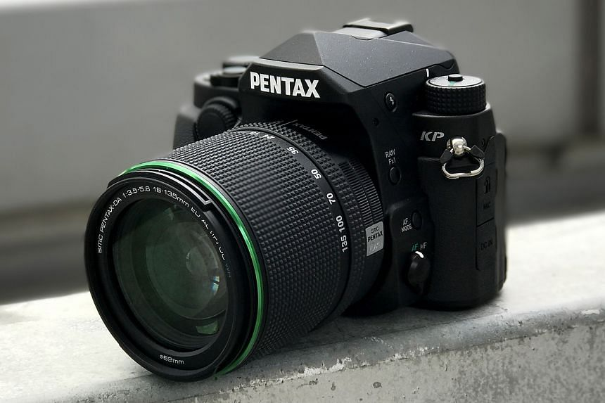 The Pentax KP can go up to the high sensitivity setting of ISO 819,200. But shooting at ISO 25,600 and above is not recommended because of the abundance of chromatic noise.