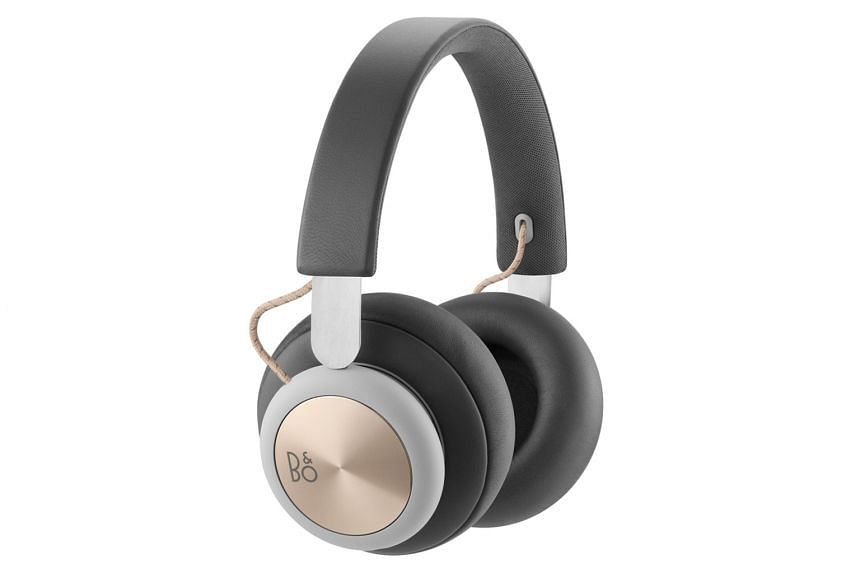 The BeoPlay H4 comes with a bundled 3.5mm audio cable for wired listening.