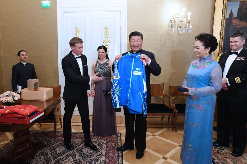China's President Xi Jinping and his wife Peng Liyuan were given a track jacket by Finnish ice skaters on Wednesday during his first state visit to their country. In return, he gave Finnish President Sauli Niinisto and his wife Jenni Haukio autograph