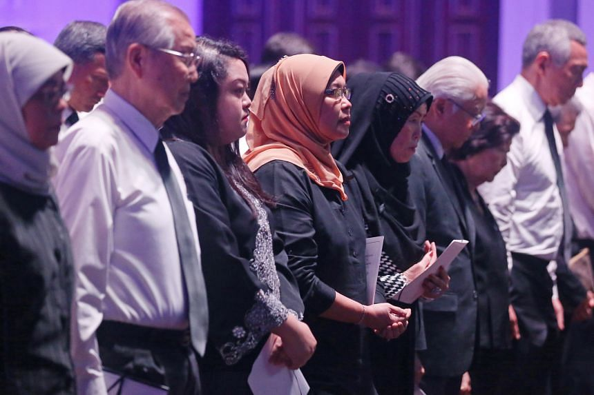 (From left) Speaker of Parliament Halimah Yacob; former Cabinet minister Ong Pang Boon; Mr Othman Wok's daughters Diana and Lily; his widow Lina Abdullah; President Tony Tan Keng Yam and his wife Mary; and Prime Minister Lee Hsien Loong at the memori