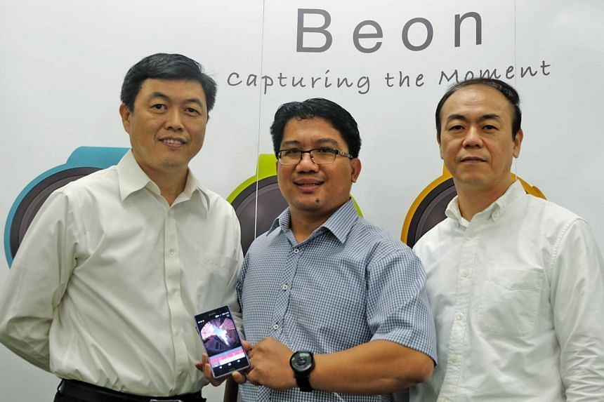 Spacemap director Rick Wong (left), with Moveon chief executive Chee Teck Lee (right) and A*Star research engineer Randy Hipona. The Beoncam is a product of Spacemap, which is a spin-off from local optics solution provider Moveon. The Beoncam goes on