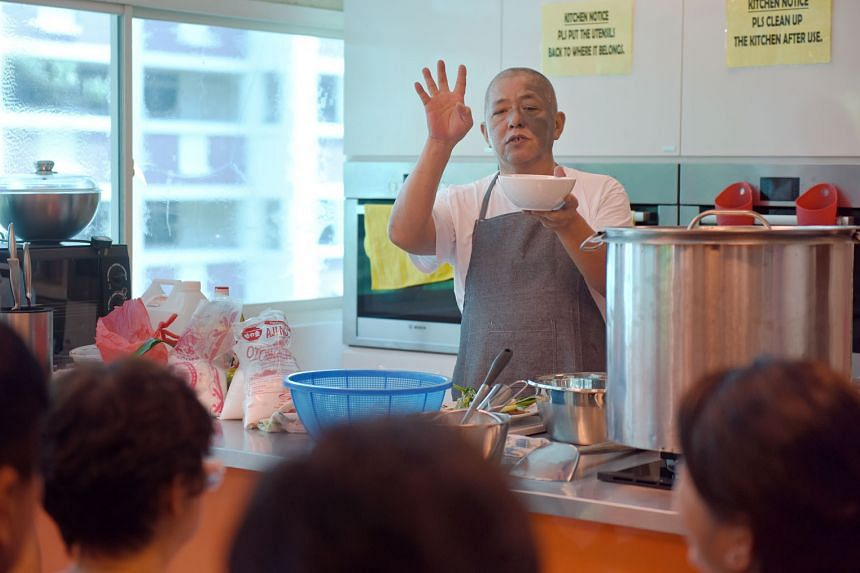 """Veteran chicken rice hawker Neo Cheng Leong, 57, imparting his cooking skills during a Hawker Fare Series class on May 29. The programme - where people can pick up skills from experienced hawkers - has been """"overwhelmingly subscribed"""" since its launc"""