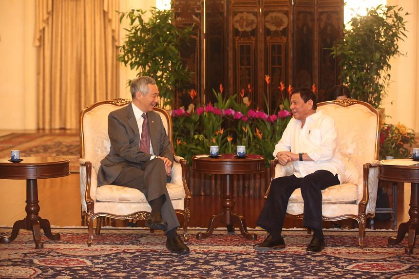Prime Minister Lee Hsien Loong with Philippine President Rodrigo Duterte at the Istana on Dec 15, 2016.