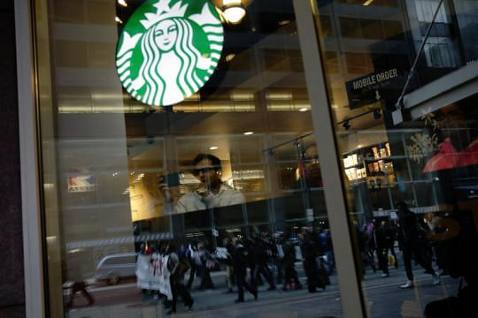 New policy at Starbucks in US People can sit and use toilets without buying anything