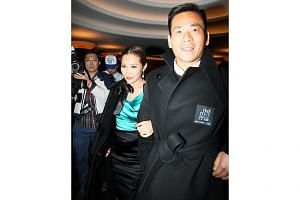 Alvin Chau and his wife Chan Wai Ling. -- PHOTO: APPLE DAILY