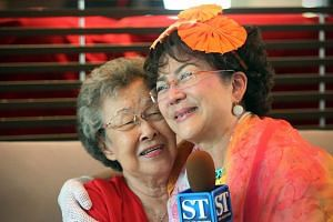 Veteran Hong Kong star Fung Bo Bo (right) with her godmother, Madam Wee Poh Keok, with whom she had lost touch, at the Link Hotel on June 16, 2015.-- ST PHOTO:NEO XIAOBIN