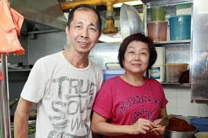 Husband-andwife duo Lim Meng Kuang and Lee Ley Yong start preparing their made-toorder curry puffs from 5am.