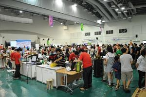 Makers from various industries show off their techniques and share their expertise at Singapore Mini Maker Faire in 2014, which was held at Senja-Cashew Community Centre.
