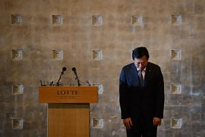Lotte group chairman Shin Dong Bin bows in apology during a press conference at the Lotte hotel in Seoul on Aug 11, 2015.