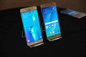 The Galaxy Note 5 (right) sports a 5.7-inch QHD Super Amoled screen.
