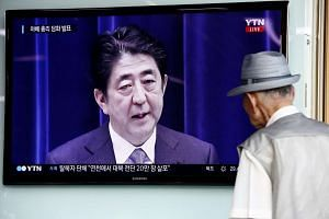 An elderly South Korean man watching as Japanese PM Shinzo Abe delivers his World War II anniversary statement.