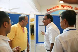 The People's Action Party's S. Iswaran pointing out something to Reform Party leader Kenneth Jeyaretnam.
