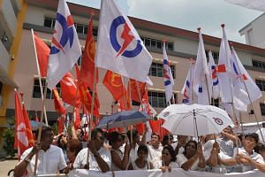 WP and PAP supporters at Yishun Primary School Nomination Centre on Sept 1, 2015.