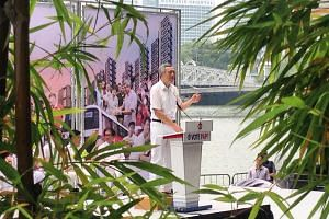 Prime Minister Lee Hsien Loong at the lunchtime rally at UOB Plaza promenade on Sept 8, 2015.