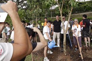Acting Minister for Education (Higher Education and Skills) Ong Ye Kung (centre, in black) taking a photograph with residents at the annual Clean and Green Singapore 2015 on Oct 4, 2015.