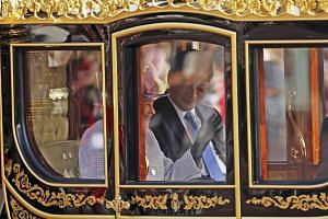 Britain's Queen Elizabeth and the President of China, Xi Jinping, are driven by carriage to Buckingham Palace in London on Oct 20, 2015.