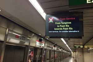 A display screen in Braddell MRT station announcing that train service on the East-West Line between Pasir Ris and Tampines stations had been halted.