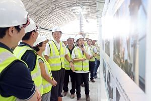 Mr Ng Chee Meng accompanied by (left to right) Mr Jeremy Yap, Mr Chew Men Leong, Ms Foo Mee Har and Ms Yang Xue at the Tuas Link MRT Station.