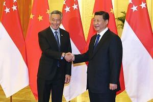 Singapore's Prime Minister Lee Hsien Loong (left) shaking hands with Chinese President Xi Jinping on Nov 9, 2014.