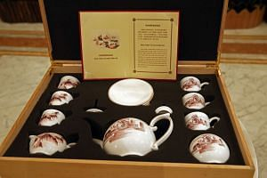 The bone china tea and coffee set that was given to Singapore by China.