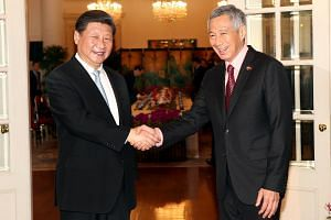 Prime Minister Lee Hsien Loong (right) welcoming China's President Xi Jinping.