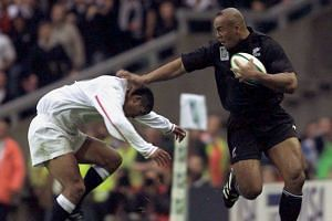 New Zealand's Jonah Lomu (right) pushes off England's Jeremy Guscott during their 1999 Rugby World Cup match.