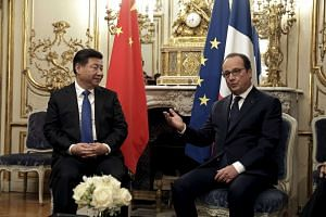 French President Francois Hollande meets his Chinese counterpart Xi Jinping before a working dinner at the Elysee palace in Paris, France, Nov 29, 2015 ahead of the World Climate Change Conference 2015 (COP21).