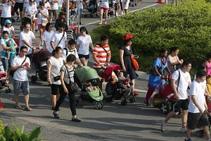 About 1,500 participants with 287 baby strollers set a new Singapore record for the largest mass stroller walk, after completing a 1.5km route around the Singapore Sports Hub at the inaugural National Play Day carnival yesterday. The one-day event wa