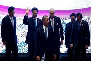 US President Barack Obama (centre) with (from far left) Thai PM Prayuth Chan-o-cha, Vietnamese PM Nguyen Tan Dung, Malaysian PM Najib Razak, Laos PM Thongsing Thammavong and Sultan of Brunei Hassanal Bolkiah at the Asean Summit in Kuala Lumpur, Malay