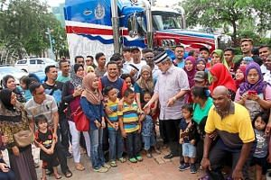 Sultan Ibrahim taking a group photo with his Mack truck in Danga Bay.