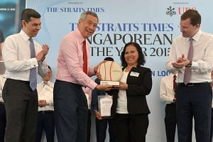 (From left) Straits Times editor Warren Fernandez with Prime Minister Lee Hsien Loong, Singaporean of the Year Noriza A. Mansor and UBS Wealth Management president Juerg Zeltner.