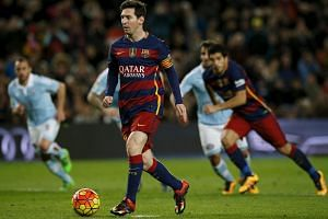 Lionel Messi passes a penalty which ends up assisting Luis Suarez in scoring a goal against Celta Vigo.