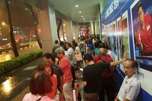 The crowd waiting to enter the Singapore Pools Building at Middle Road at around 8.40pm on Friday.