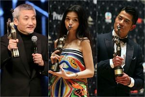 Best Director Tsui Hark, Best Actress Jessie Li, and Best Actor Aaron Kwok pose with their awards at the 35th Hong Kong Film Awards.