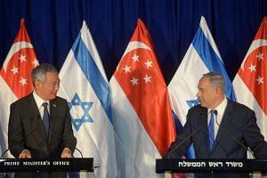 Prime Minister Lee Hsien Loong (left) and Israeli counterpart Benjamin Netanyahu delivering a joint statement in Jerusalem on April 19, 2016.