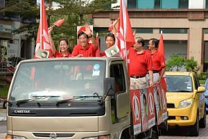 Dr Chee Soon Juan touring the Bukit Batok estate on May 8, 2016, thanking residents for their support at the just concluded by-election held on May 7, 2016.
