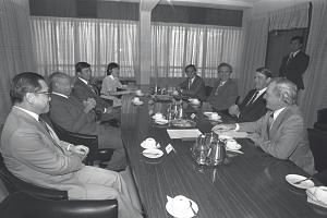 Dr Goh Keng Swee (second from left) and Government Investment Corporation managing director, Mr Yong Pung How (first on the left) meeting New South Wales Premier Neville Wran (second on the right) and his team in 1982. The Singapore Government is loo