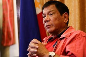UN rights experts have urged Philippine president-elect Rodrigo Duterte to stop instigating deadly violence.