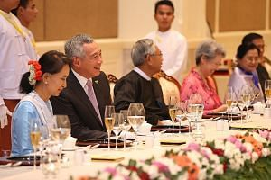 Prime Minister Lee Hsien Loong at a dinner banquet held at the presidential palace in Naypyitaw with (from left) Myanmar's State Counsellor and Foreign Minister Aung San Suu Kyi, President Htin Kyaw, Mrs Lee and Mr Htin Kyaw's wife.