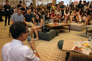 The audience having a good laugh as executive photojournalist Alphonsus Chern gives them a behind-the-scenes look at what he and his colleagues go through to get their exclusives. Food critic Wong Ah Yoke taking the questions in stride as deputy mana