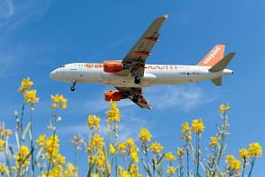 An airplane of the British airline Easyjet.