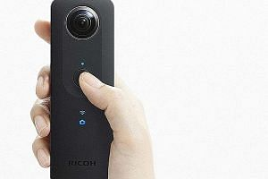 The Ricoh Theta S 360-degree camera does not have a micro-SD card slot, so you need to transfer photos over to your smartphone wirelessly, or to your computer via a USB connection.