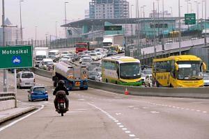 Traffic flow toward Johor Bahru customs seen in August 2014.