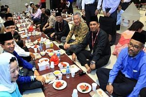 PM Lee during Iftar at Al-Islah Mosque in Punggol.