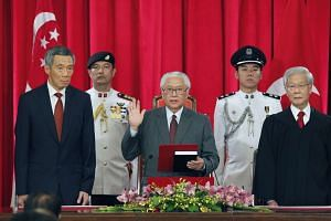 President Tony Tan Keng Yam taking his oath of office during the swearing-in ceremony, flanked by PM Lee Hsien Loong and Chief Justice Chan Sek Keong on Sept 1, 2011.