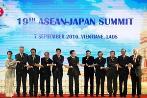 Singapore Prime Minister Lee Hsien Loong (second from left) poses for a photo with Asean leaders.